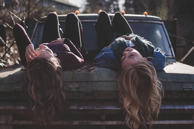 girls-1209321_640