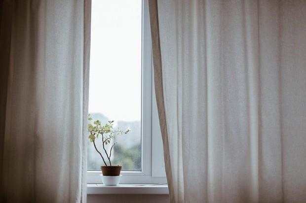 curtains-1854110_640 (1)