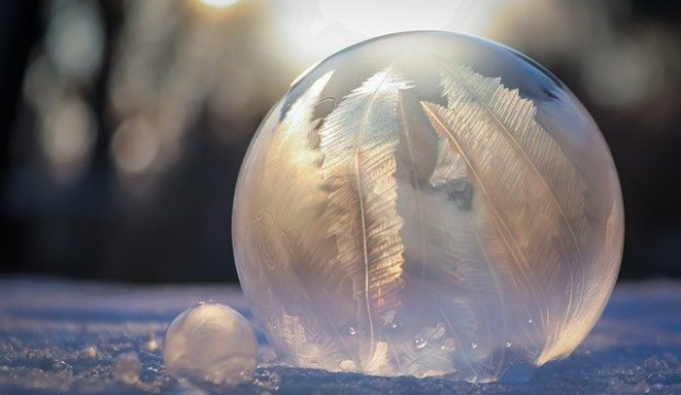 frozen-bubble-4703446_640
