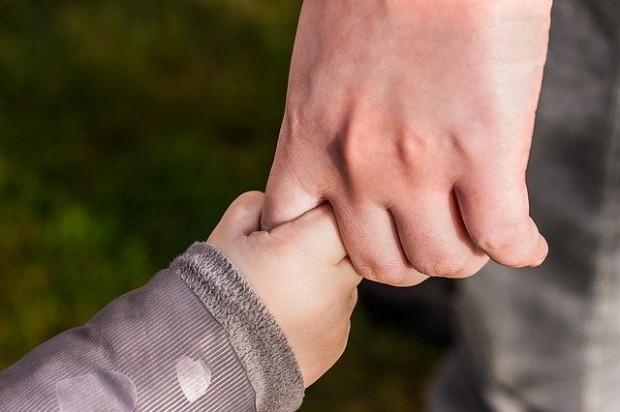 hands-1797401_640