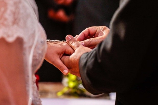 marriage-478318_640